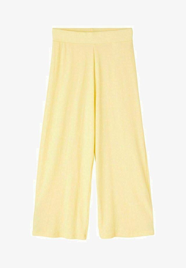 MIT WEITEM BEIN - Trousers - mellow yellow