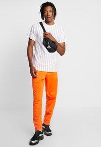 New Look - ATLANTIC VERT STRIPE TEE - T-shirt con stampa - white - 1