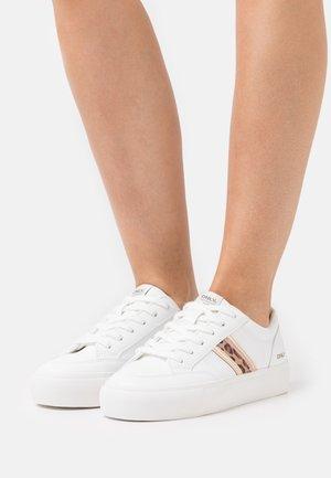 ONLLIV SIDEPANEL - Trainers - white