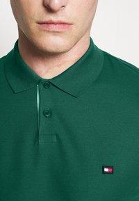 Tommy Hilfiger - CONTRAST PLACKET SLIM  - Polo shirt - rural green - 4
