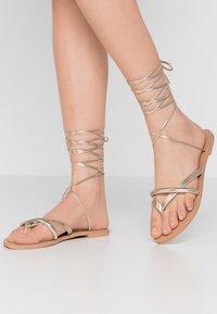 BEBO - BARE - Sandály s odděleným palcem - gold - 0