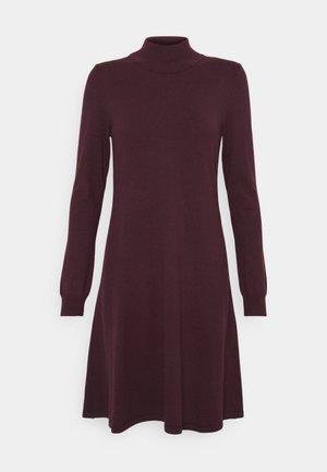 VIBESTINA HIGH NECK DRESS - Strikket kjole - winetasting