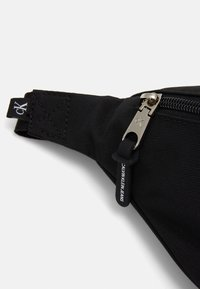 Calvin Klein Jeans - WAISTBAG - Ledvinka - black - 3
