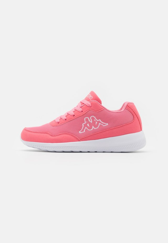 FOLLOW - Scarpe da fitness - flamingo/white