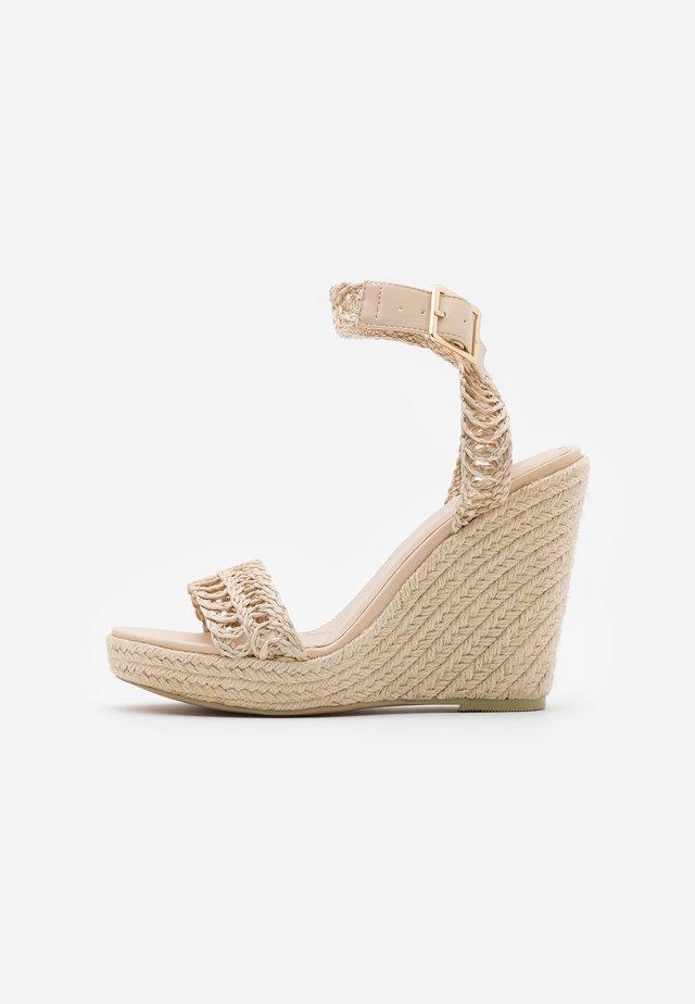 Sandalias de tacón - natural