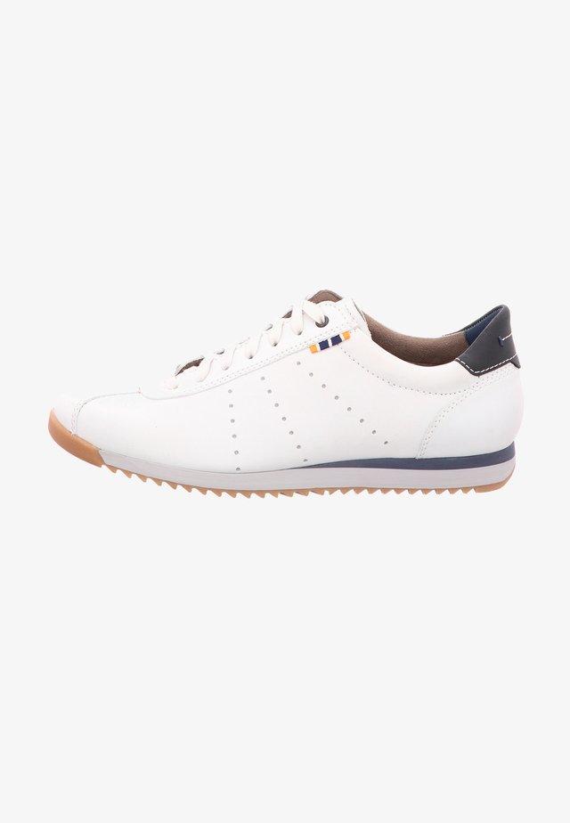 TOBIAS - Sportieve veterschoenen - white