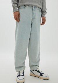 PULL&BEAR - Relaxed fit jeans - light-blue denim - 0