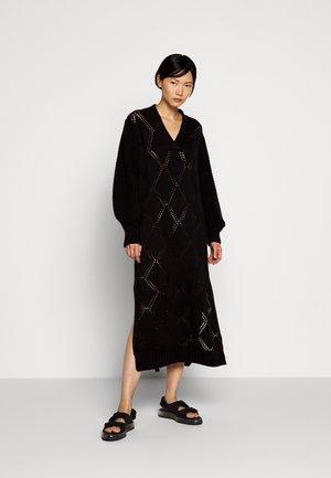 FOSSVEIEN DRESS - Strikket kjole - black