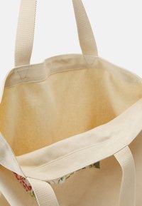 Levi's® - WOMENS SEASONAL BATWING TOTE - Tote bag - ecru - 2
