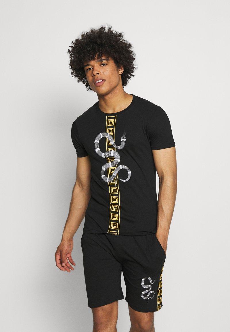 Brave Soul - SNAKE PRINTED SET - Print T-shirt - black
