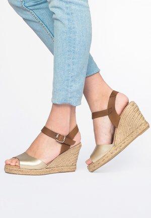 ALTA PIEL Y LAMINADO PLATINO - High heeled sandals - platino