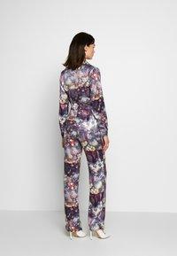 Missguided - FLORAL TROUSERS - Pantalones - purple - 2
