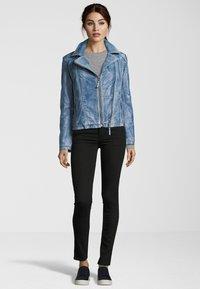 7eleven - MIT ASYMMETRISCHEM REISSVERSCHLUSS - Leather jacket - bluewhite - 1