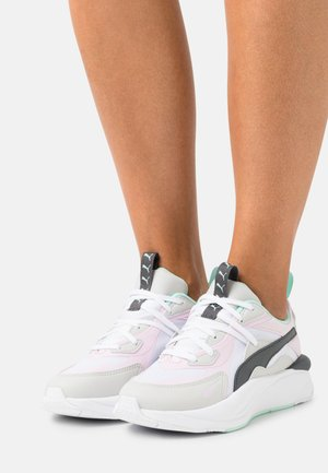CURVE CORE - Trainers - white/pink lady