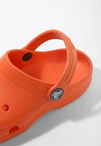 Crocs - CLASSIC - Pool slides - angerine - 5