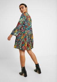 ONLY Petite - ONLREIGN ATHENA DRESS PETITE - Hverdagskjoler - ombre blue - 2