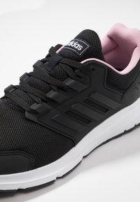 adidas Performance - GALAXY  - Neutrala löparskor - core black/true pink - 5