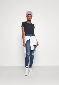 Pepe Jeans - ANNA - Print T-shirt - admiral - 1
