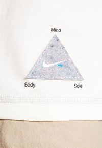 Nike Sportswear - TEE WELLNESS - Print T-shirt - pure - 5