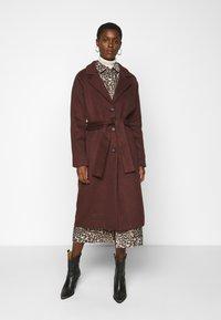 Object Tall - OBJLENA COAT - Classic coat - chicory coffee - 0