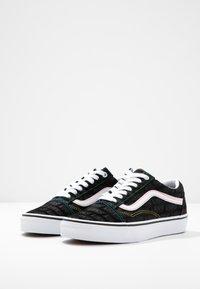 Vans - OLD SKOOL - Tenisky - black/true white - 4