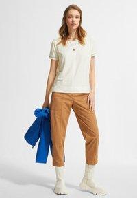comma casual identity - Basic T-shirt - white - 1