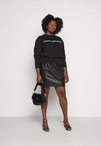 Calvin Klein Jeans Plus - CORE INSTITUTIONAL - Sweatshirt - black - 1