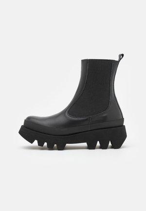 BIANCA - Platåstøvletter - black
