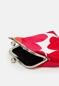 Marimekko - ROOSA PIENI UNIKKO BAG - Clutch - white/red - 4
