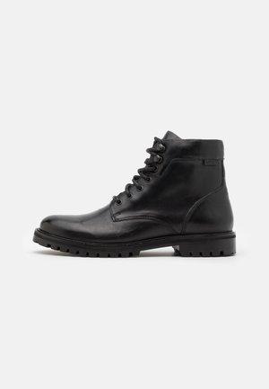 ROBERTS - Šněrovací kotníkové boty - regular black