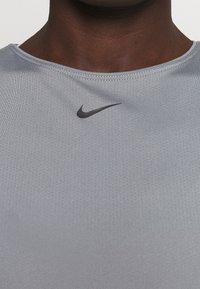 Nike Performance - ALL OVER - Camiseta básica - smoke grey/black - 3