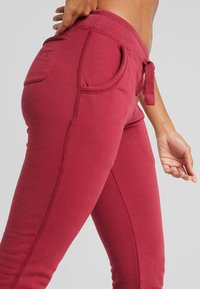 Hey Honey - Tracksuit bottoms - red - 4