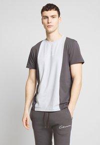 CLOSURE London - VERTICAL CUT SEW TEE - Print T-shirt - grey - 0