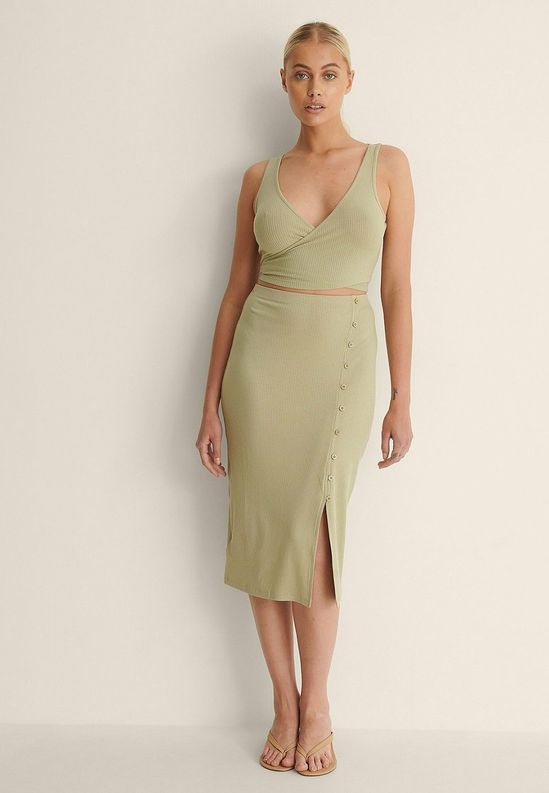 NA-KD - KNOPFDETAIL - Pencil skirt - light green