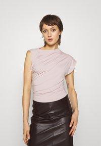 Vivienne Westwood - HEBO - Basic T-shirt - dusty pink - 0