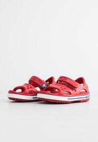 Crocs - CROCBAND II  - Sandalias de senderismo - pepper/blue jean - 1