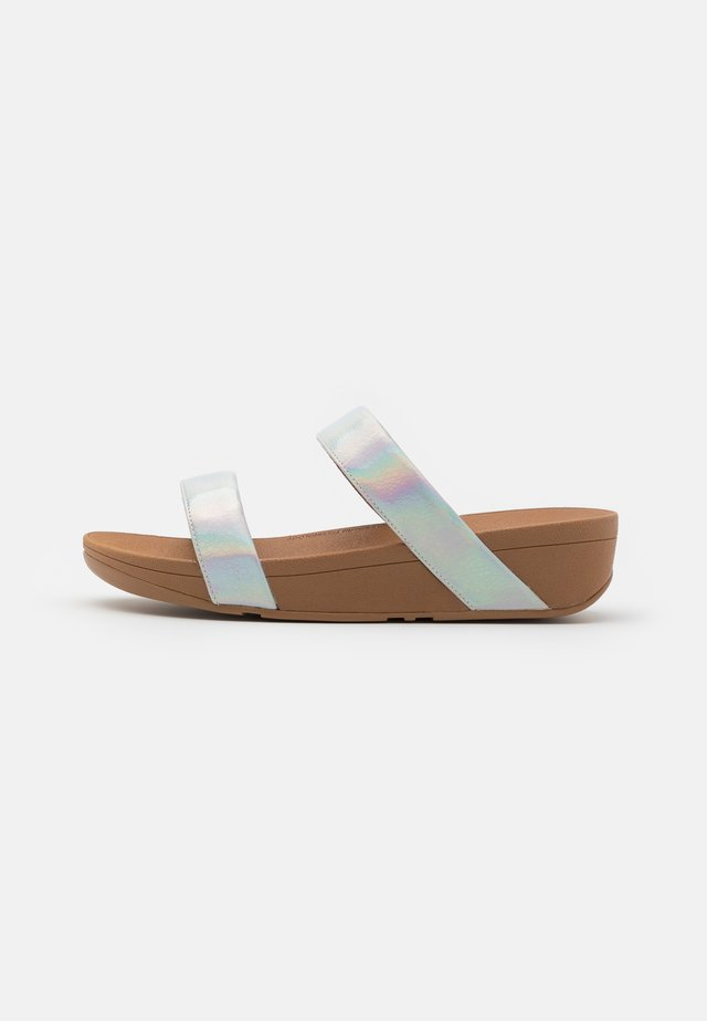 LOTTIE IRIDESCENT SCALE SLIDES - Ciabattine - white