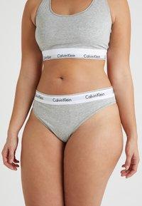 Calvin Klein Underwear - MODERN PLUS THONG - Thong - grey heather - 0