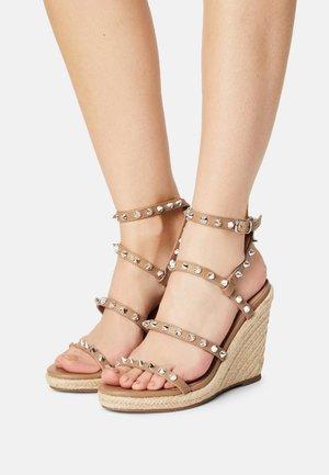 MALI - Sandály na platformě - tan