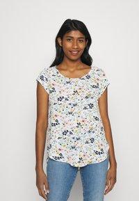 ONLY - ONLVIC - T-shirts med print - cloud dancer/kia ditsy - 0