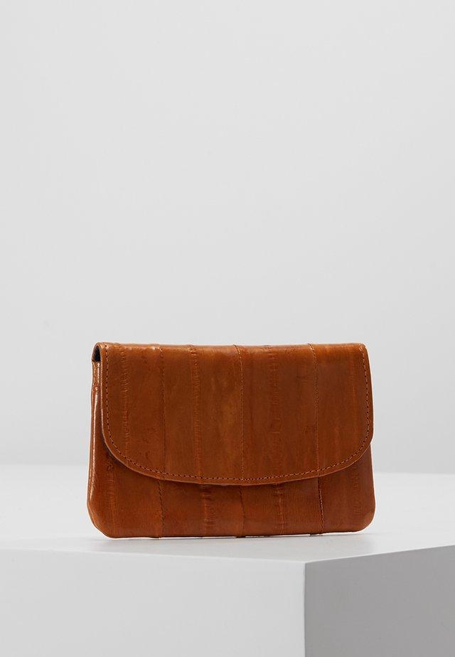 HANDY - Wallet - classic camel