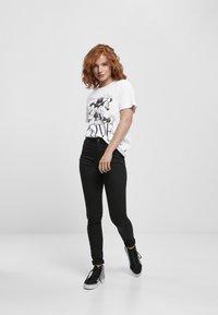 Merchcode - MINNIE LOVES MICKEY  - T-shirt print - white - 0