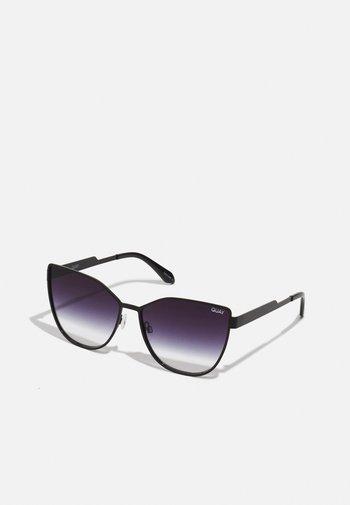 IN PURSUIT - Sunglasses - black/fade