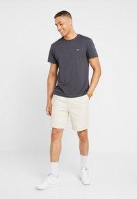 Lacoste - T-shirt basique - graphite - 1