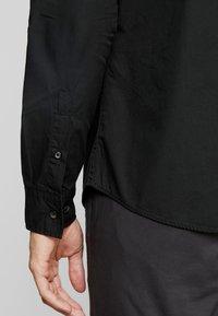 Produkt - PKTDEK SHARIF - Skjorter - black - 5