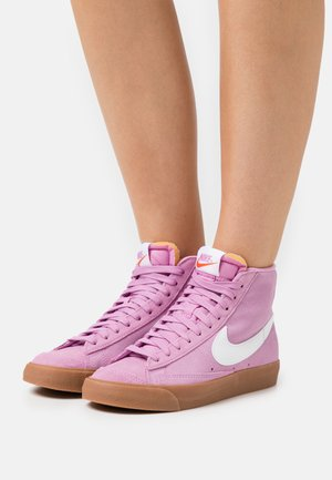BLAZER MID 77 - Høye joggesko - beyond pink/white/med brown/total orange