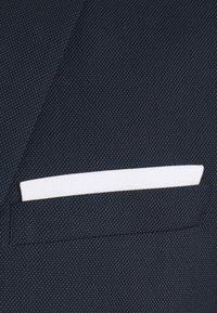 Isaac Dewhirst - BIRDSEYE SUIT - Garnitur - dark blue - 5