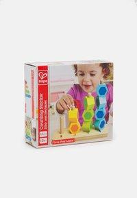 Hape - ZÄHL-UND STECKSPIEL UNISEX - Toy - multicolor - 3