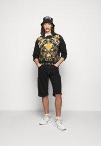 Versace Jeans Couture - COAL LAVEA  - Shorts - black - 1