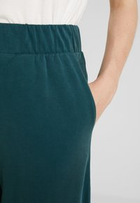 Monki - CILLA FANCY TROUSERS - Bukser - dark green - 4